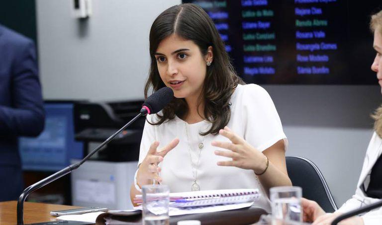 A deputada Tabata Amaral na Comissão de Defesa dos Direitos da Mulher da Câmara em abril.