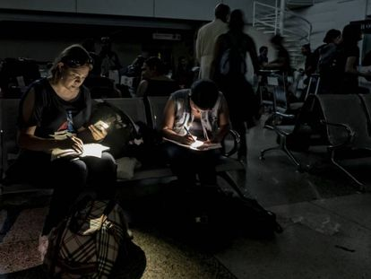 A sala de espera do aeroporto Caracas