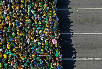 Vista aérea de uma manifestação em apoio ao presidente brasileiro Jair Bolsonaro em São Paulo.