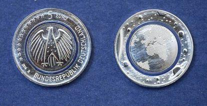 Imagem das novas moedas de cinco euros.