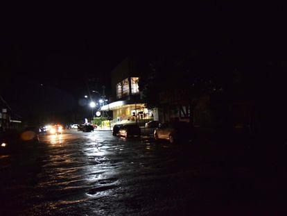 Vista do apagão que assola há quase 48h em Macapá e 13 dos 16 municípios do estado do Amapá, na noite desta quinta-feira (5)