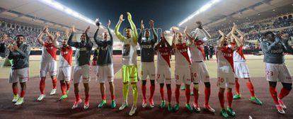 Os jogadores do Monaco comemoram seu triunfo contra o Lille, no domingo.