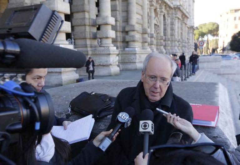 O advogado Michele Gentiloni, que defendeu o Governo brasileiro no caso Pizzolato, concede entrevista em Roma.