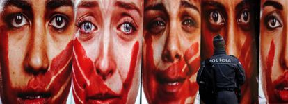 Fotos de Marcio Freitas denunciam violência contra a mulher.