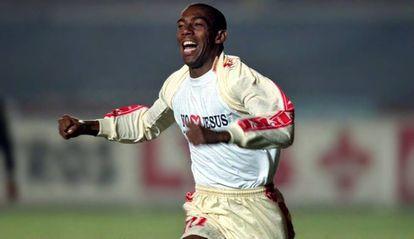 Lica foi o primeiro jogador com HIV a atuar no futebol profissional.
