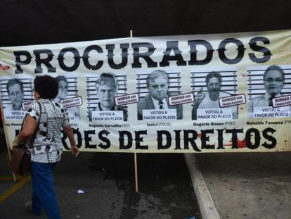 Manifestação na entrada do anexo 2 da Câmara dos Deputados contra o Projeto de que regulamenta o sistema de terceirização.