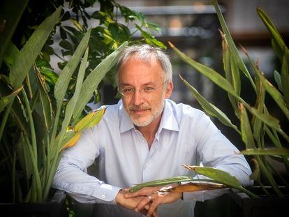 O cientista italiano Stefano Mancuso, no Centro de Cultura Contemporânea de Barcelona (CCCB), em 7 de julho.