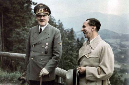 Hitler e Goebbels, durante um passeio na residência de montanha de Berghof, em Berchtesgaden, em junho de 1943.