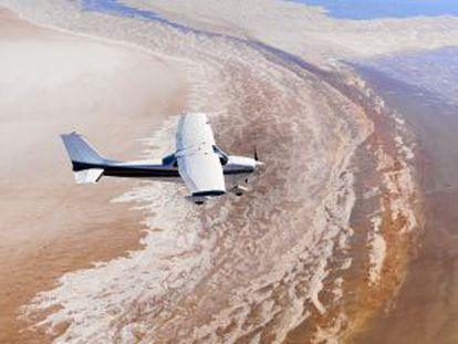 Um avião sobrevoa o parque nacional do lago Eyre (Austrália).
