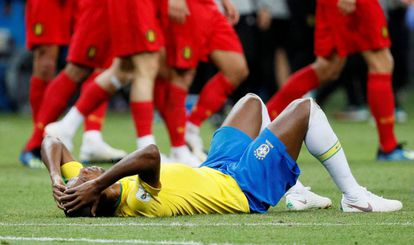Fernandinho lamenta eliminação brasileira para a Bélgica.