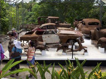 Restos dos carros de Pablo Escobar na fazenda Nápoles.