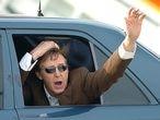 Paul McCartney saluda a su llegada el lunes al aeropuerto de Asturias.   / EFE