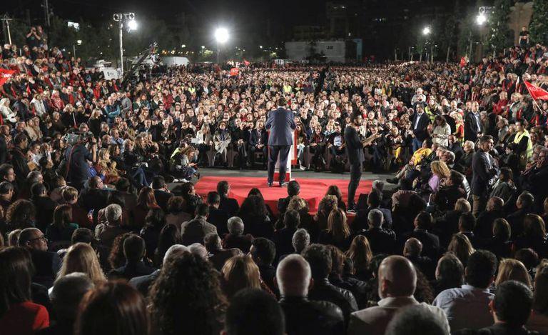 Evento de fechamento de campanha do PSOE em Valência, com Pedro Sanchez como protagonista.
