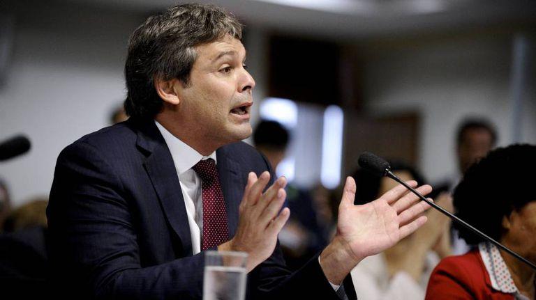 O senador Lindbergh Farias (PT-RJ) fala em audiência pública em abril de 2015