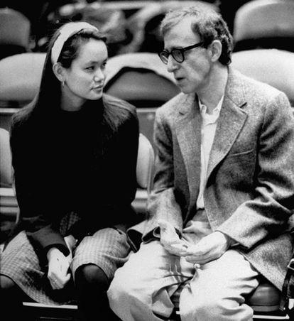 Woody Allen e Soon-Yi Previn em um jogo dos New York Knicks, em uma foto de arquivo.