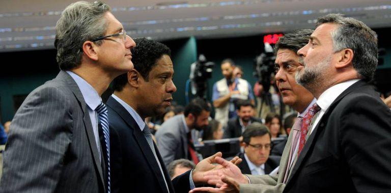 Rosso (PSD), Orlando Silva (PCdoB), Paulo Pimenta (PT) e Damous (PT) na comissão do impeachment.
