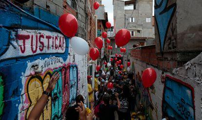 Moradores de Paraisópolis protestam pela impunidade um ano após morte de jovens asfixiados em meio à ação da PM.