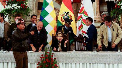 Presidenta interina Jeanine Áñez durante uma cerimônia em La Paz.