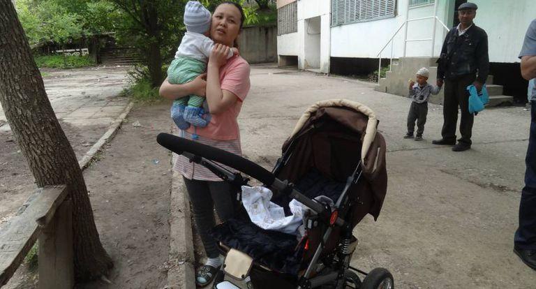 Beguimai Suguenova, com seu filho Daniel.