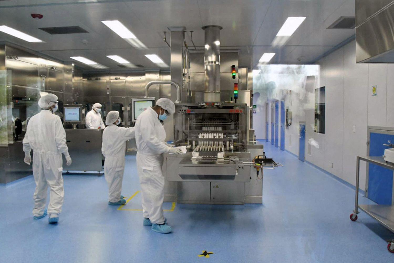 Interior do laboratório mexicano Liomont, onde é envasada a vacina da AstraZeneca para a América Latina, em 22 de fevereiro.