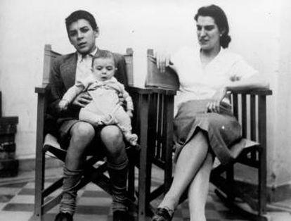 Che Guevara e sua mãe com o irmão mais novo Juan