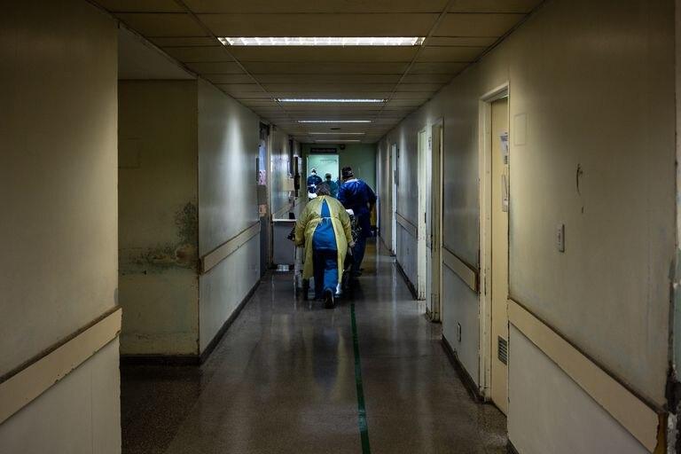 Corredor do Hospital Municipal Tide Setúbal, que ampliou de 7 para 41 as vagas de UTI para tratar pacientes do novo coronavírus.
