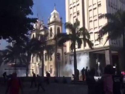 Bombas em protesto contra ajuste fiscal do Rio de Janeiro