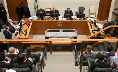 A 5ª Turma do STJ, durante a sessão que julgou o recurso da defesa de Lula, nesta terça-feira.