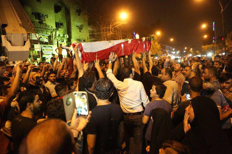 Funeral no bairro de Karrada, em Bagdá, após um atentado do EI.