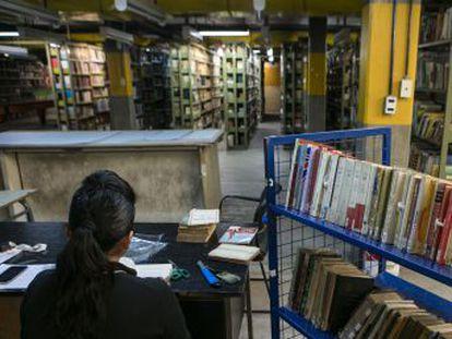 Restauradores, 'detetives' e inventores trabalham às sombras para preservar o patrimônio bibliográfico