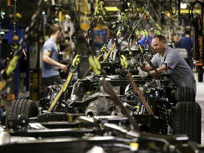 Uma linha de montagem da Ford em Kansas City.