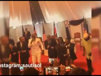 Um momento da dança de Obama no Quênia.