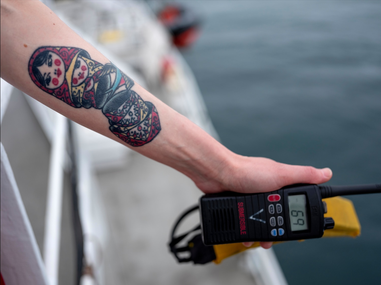 A ativista Sini Saarela fez essa tatuagem depois de ser libertada de uma prisão russa, onde foi detida por lutar contra a exploração de petróleo no Ártico
