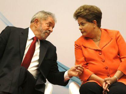 Dilma conversa com seu padrinho político em Brasília.
