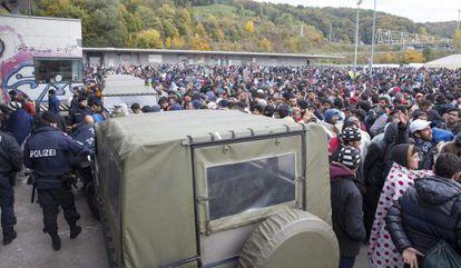 Refugiados em Spielfeld (Áustria), na fronteira com a Eslovênia.