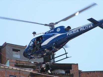 Operações como as que usam helicópteros estão proibidas no Rio de Janeiro.
