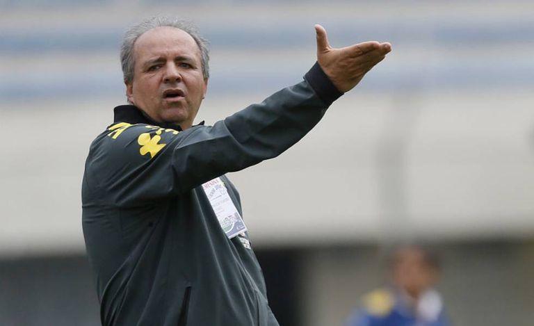 Vadão em treinamento da seleção brasileira.