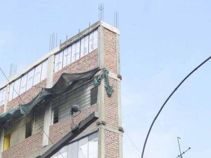 Edifício sem autorização da Avenida Abancay de Lima.