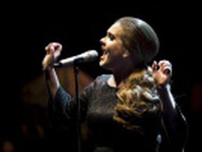 A cantora estreou 30 segundos da sua nova música durante o intervalo do 'The X Factor' britânico, e agita as redes sociais