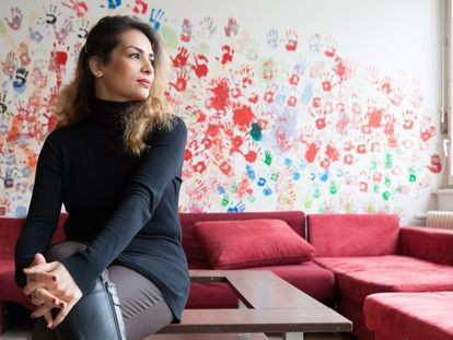 A iraniana Somayeh Zarifie no centro de refugiados de Berlim onde vive.