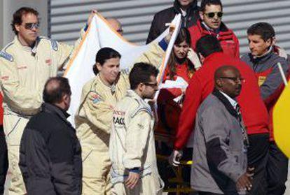 Fernando Alonso é levado ao hospital.