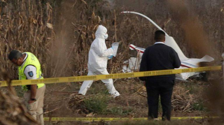 Equipe forense no local da queda da aeronave