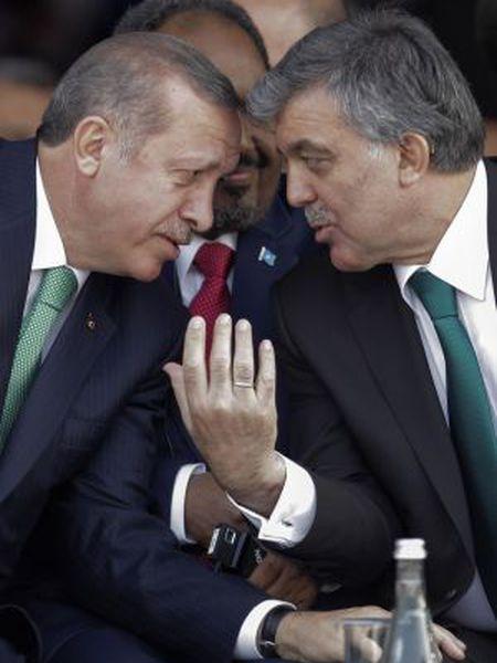 Erdogan, à esquerda, e Gul, em outubro de 2013 em Istambul.