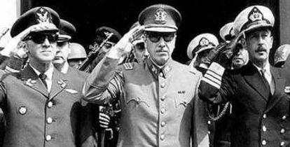 Agusto Pinochet, no centro