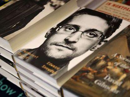 Governo considera que o ex-espião rompeu compromissos de confidencialidade, mas não quer impedir a distribuição do livro, apenas que o autor lucre com ele