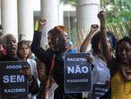 Manifestação na PUC-Rio contra o racismo nos jogos jurídicos.