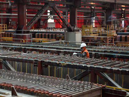 Cátodos produzidos com cobre extraído da mina Gabriela Mistral da Codelco, na região de Antofagasta, no norte do Chile.