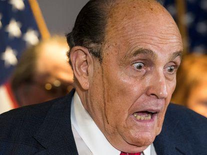 O advogado de Donald Trump, Rudy Giuliani, em coletiva de imprensa nesta quinta-feira. / ROD LAMKEY - CNP / ZUMA PRESS /
