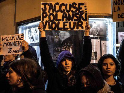 Manifestação em Paris contra Roman Polanski, depois do anúncio das 12 indicações do seu filme aos prêmios César, em novembro de 2019.