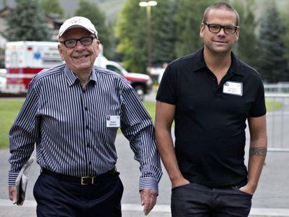 Rupert Murdoch, com seu filho Lachlan em julho de 2013.